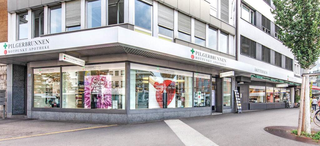 Pilgerbrunnen Rotpunkt Apotheke am Albisriederplatz Zürich von aussen